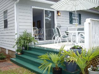 Charming Rose Cottage - quiet, minutes from beach, etc.