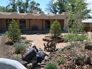 Casa Milagro Elegant Comfort in the heart of Taos w/ Hot Tub