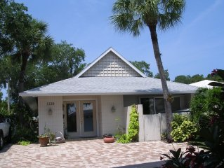 """MOONMIST"" Siesta Key Luxurious villa with private hot tub in a 'jungle' setting"