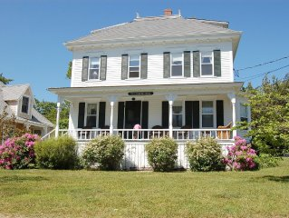 Walk to beach, town and park from gorgeous Martha's Vineyard home
