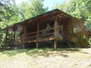 Peace & Quiet with a tree house feel, GIANT tub, 4.5 miles from Eureka Springs,