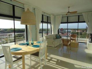 Elegant 2-BR Ocean View Apt. Pool, Jacuzzi, Just Walk to Beautiful Sandy Beach