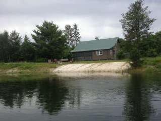 Charming, comfortable, secluded family-friendly log cabin with a swimming pond.