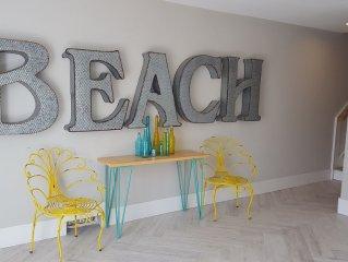 Stunning & luxurious,across beach,ocean views, amazing heated pool/spa,sleeps 12