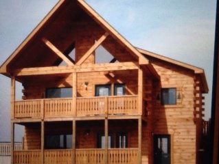 Luxury Log Cabin in Resort by 2 Waterparks, Skatepark, Paintball, & Trails