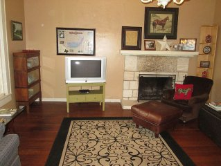 San Antonio Historic Home, 3 bedrooms: Hill Country Views, Pets Welcome