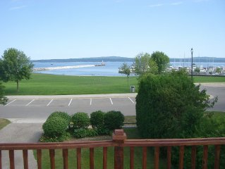Petoskey Getaway  - Great Lake View - Walk to Town