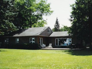 Gorgeous Cottage with Sandy Beach on Beautiful Torch Lake