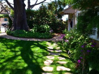 A block from the beach - Tradewinds Cottage