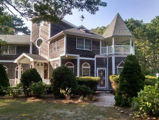 Beautifully Renovated Oak Bluffs Retreat Close To Everything
