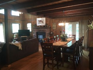 Rustic, Pet Friendly, FirePlace/Pit, PoolTable,Wifi, 55' TV,  Renovated Sleeps12