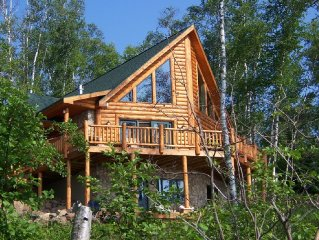 Executive Log Home Lake Superior Spectacular Views-WIFI!