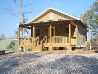 Lakefront Cabin.  Private Floating Dock.  Great location.
