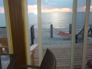 Fantabulous Beach House! Amazing Sunsets! Stylish Decor/Clean Water $360/$190CAD