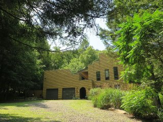 A great escape; secluded but close to all - a contemporary home, mountain views