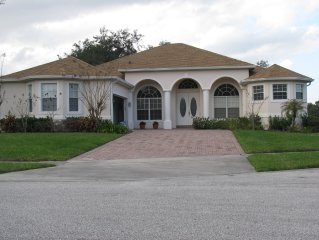 New 3000 Square Feet Golf Executive Home, 20 min to Downtown Orlando!