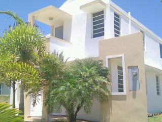 Family Friendly Private House/Gated. Direct Access to Atlantic Ocean