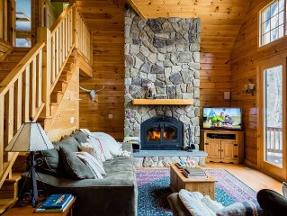 Dreamy Lakefront Log Cabin - 2hrs from NYC! Sleeps 14 (5Bed/3Bth) 7 private acre