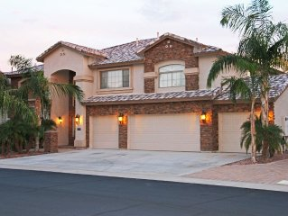 Luxury Home With Style Living And Exiting Backyard, Pool-Spa And Outdoor Kitchen