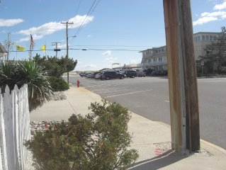 *3rd home to Beach*Beautiful Victorian*Heart of B.H.*Across Bicentennial Park