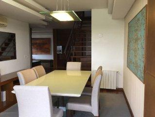 Duplex para 6 pessoas, lugar nobre, prox. ao Centro, garagem, vista p/ Caxias