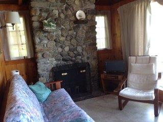 Lakefront Cottage on Lake George's Northeastern Shore (with wifi)