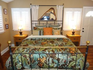 Beautiful and Charming Cottage in Lanikai for 2, Close to Beach, a/c