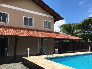 Linda casa com area de festas e piscina, ideal para familias e grupos de amigos