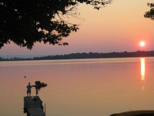 Lakefront Home,  60 Ft. Dock, Great Sunsets, Internet,  Walk to Ladds Marina