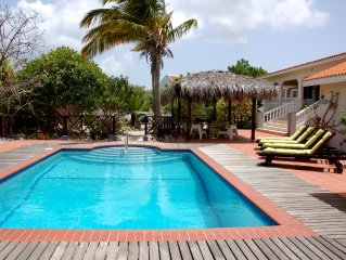 Villa Lunt - Luxurious, Spacious & Private Villa with Pool, Close to Beaches