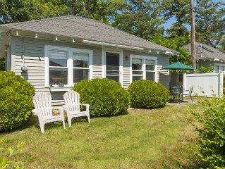 Peaceful Ocean-View Cottage at Rocky Shores - Sea breezes, close to beaches!
