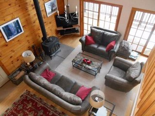 Gorgeous Mountainside Lakeview  Log Home , Sleeps 12-14, CC Accepted