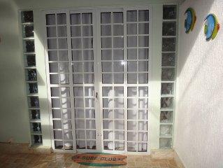 FLATS c/ AR Split, Wi-Fi, TV à Cabo, Cozinha no Centro da Vila do Abraão