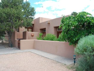 Hillside Retreat With Expansive Views, Sunsets, Minutes to Santa Fe and Opera