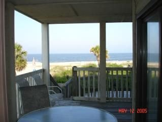 Walk off your balcony onto the beach! Wifi!, holiday rental in Tybee Island