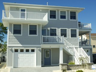 Chowderfest Weekend - Contemporary, Clean & Comfortable Duplex steps from beach