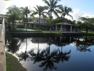 4 suítes, Piscina, Ar-Condicionado Condomínio Parque Interlagos Bahia