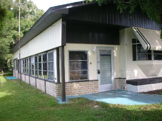 2 BR/1.5 BA Lake Lena Lakefront Home on quiet cul-de-sac walk to everything!