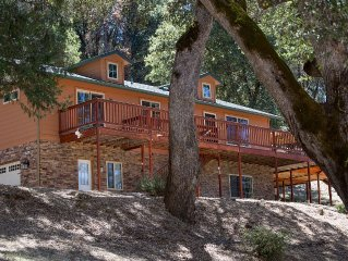 Yosemite Haus,14 miles to Yosemite.With views of the beautiful Sierra mountains