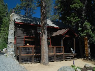 Cozy cabin, private level yard, ample parking, 10 minutes to Sugar Bowl