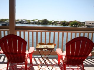 Beautiful Gated Waterfront Condo in Heart of Horseshoe Bay,  Boat Docks and wifi