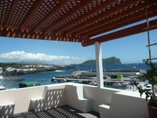 Elegantly remodeled oceanfront home - walking distance from adventures