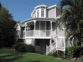 Aviva Captiva......Large family home in the village. Beach access. sleeps 10