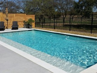 Within Dallas Loop! Gorgeous Pool & Cabana, Golf Course View & Pet Friendly!