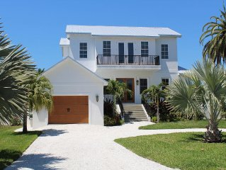 Elegant Beach House with Private Pool, Minutes From The Beach!