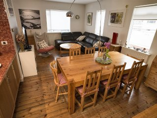 Beautiful Town House with a garden-very short walk to center