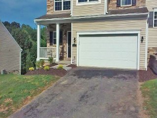 Traveler's Haven & Luxurious Suburban Experience - 3 BR, Parking, Wifi, Cable