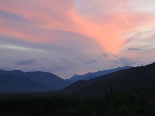 Mountainside Hideaway, Views, Privacy,  Minutes to Storyland, Attitash, Shopping