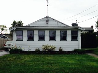 Clean Cozy Cottage, great location, walk to the beach!