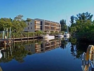 Perfect Seasonal Rental.Canal Front Condo.Less than mile to beach.40ft boat slip